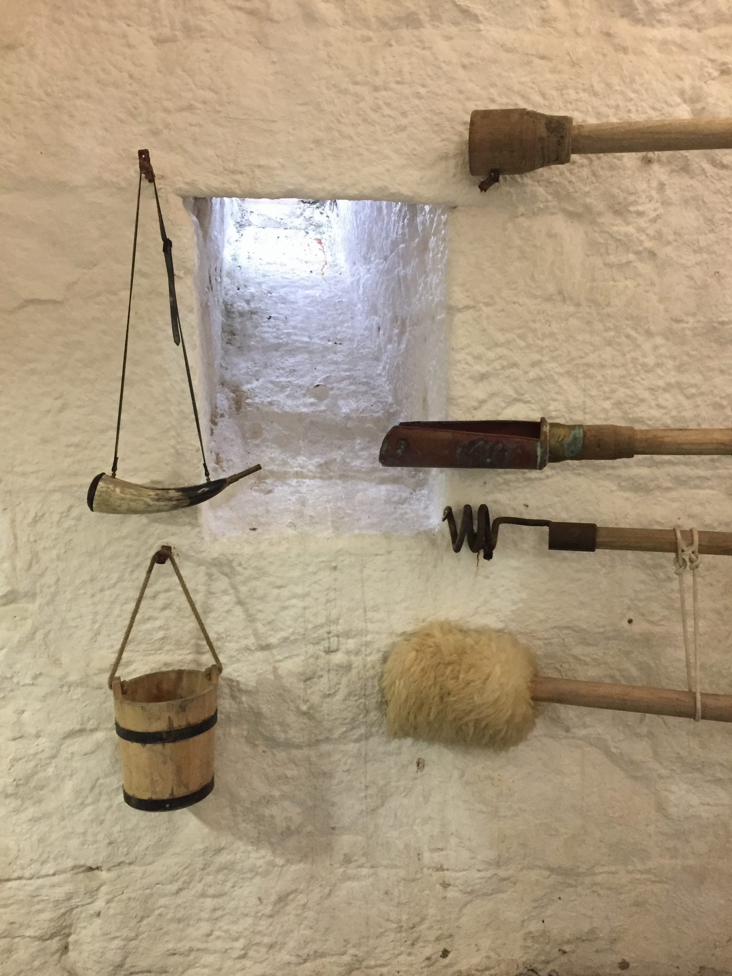 Tools for loading of canon